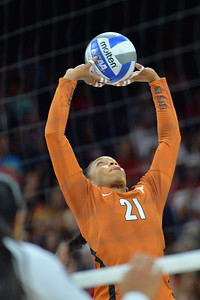 September 18, 2015: Texas setter Chloe Collins (21) sets a ball in a match between No. 16 Arizona and No. 2 Texas at McKale Memorial Center in Tucson, Ariz.