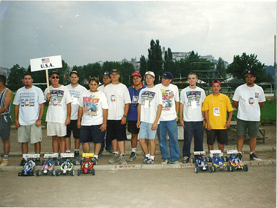 "From left to right: RichARD SAXTON(MUGEN) Regan Leblanc(mechanic)...Mark Pavidis(mugen)...Greg Degani(Laro)...Don Waller(mechanic)..Greg Waller(kyosho)..Orlando""what's your pipe length""(mechanic/save-on hobbies)...Matt Ledger(Mugen)...Jimmy Jacobson(mechanic)..Doug Von Mosh(mugen)....Derek Furtani(laro)...Kris Moore(kyosho), Team USA 1998, IFMAR 1998"
