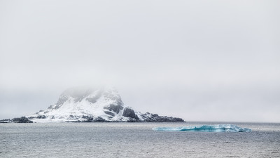Approaching Karl XII-øya