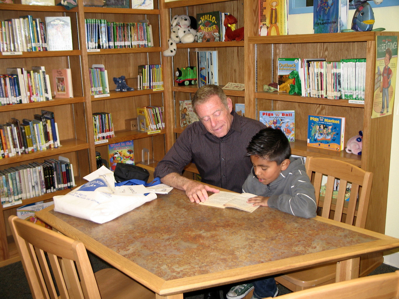 KOREH L.A. volunteer Les G. and 3rd grader Manny S. at Charnock Road Elementary.