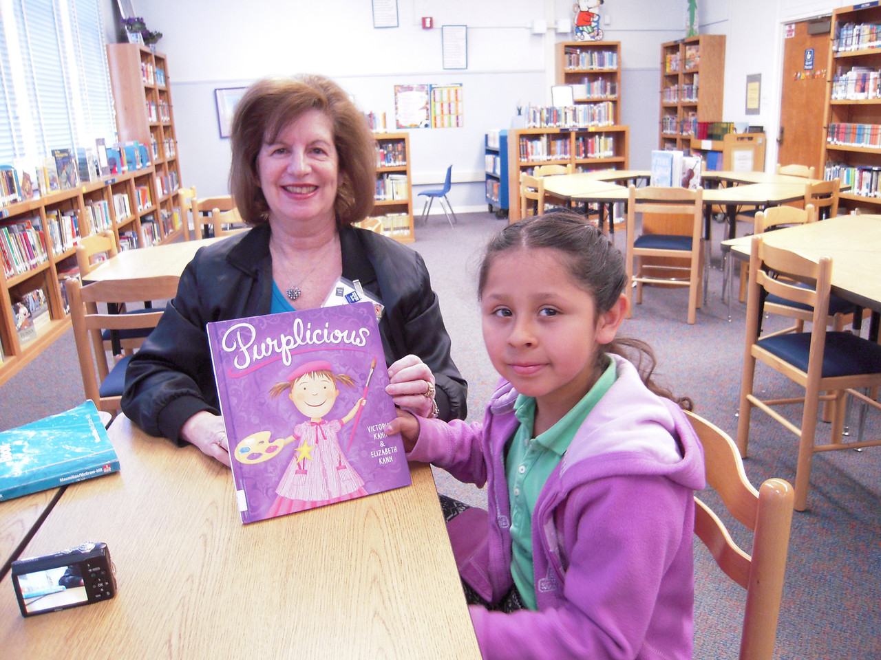 KOREH L.A. volunteer Hope S. and 2nd grader Anely V. at Castle Heights Elementary.