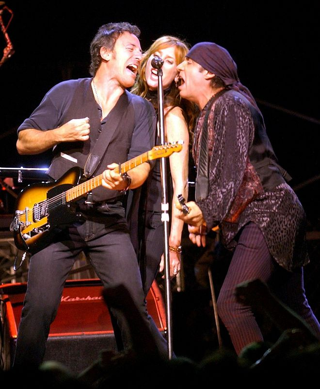 8/30/02, ST. LOUIS, MISSOURI, UNITED STATES --- Bruce Springsteen, his wife Patty Scialfa and guitarist Steve Van Zandt on stage performing at the Savvis Center. --- Photo by Bill Greenblatt/Corbis Sygma