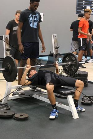 2-15-17_BoysWeightlifting_CF