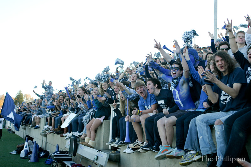 Students and athletes gather for Andover/Exeter athletics at Phillips Academy on 11/13/10. (J. Qu)