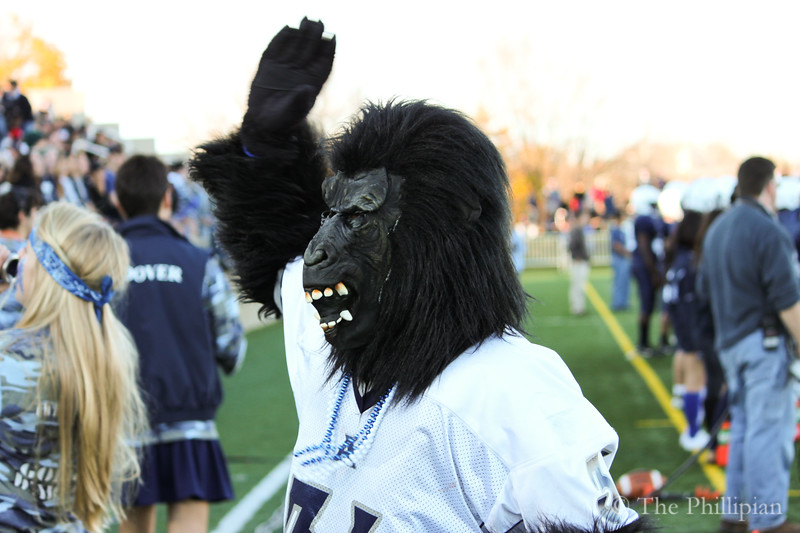 Students and athletes gather for Andover/Exeter athletics at Phillips Academy on 11/13/10. (E. Ouyang)