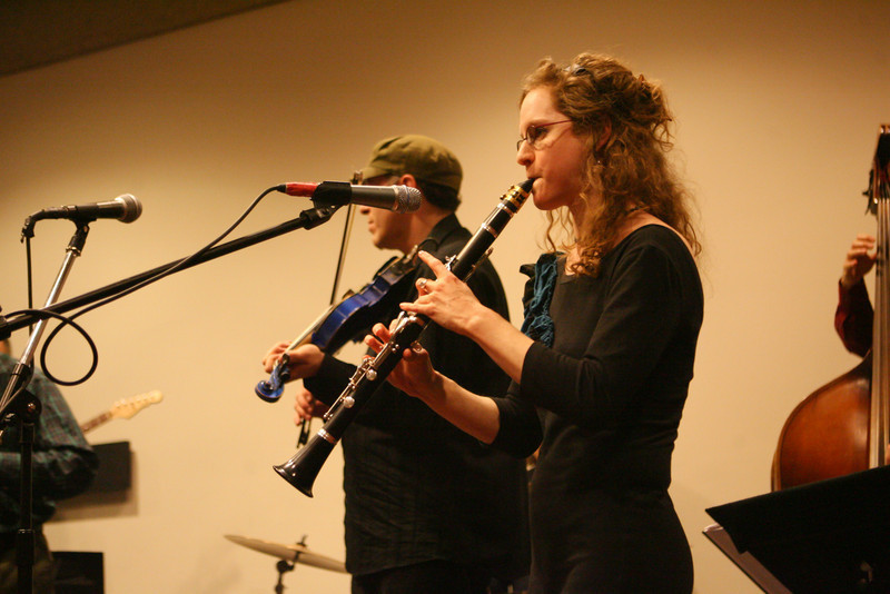 Boston-based musical group Klezwoods perform at Phillips Academy. (J. Qu)