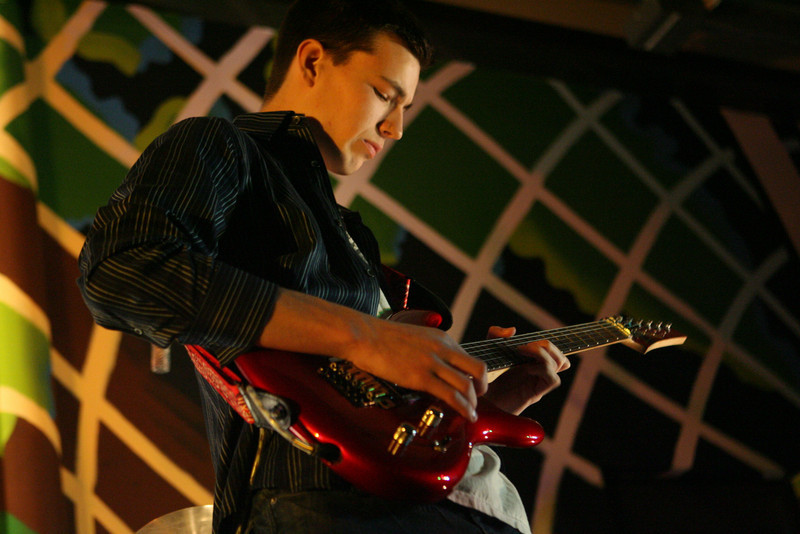 Students perform at Music Fest 2011. (J. Qu)