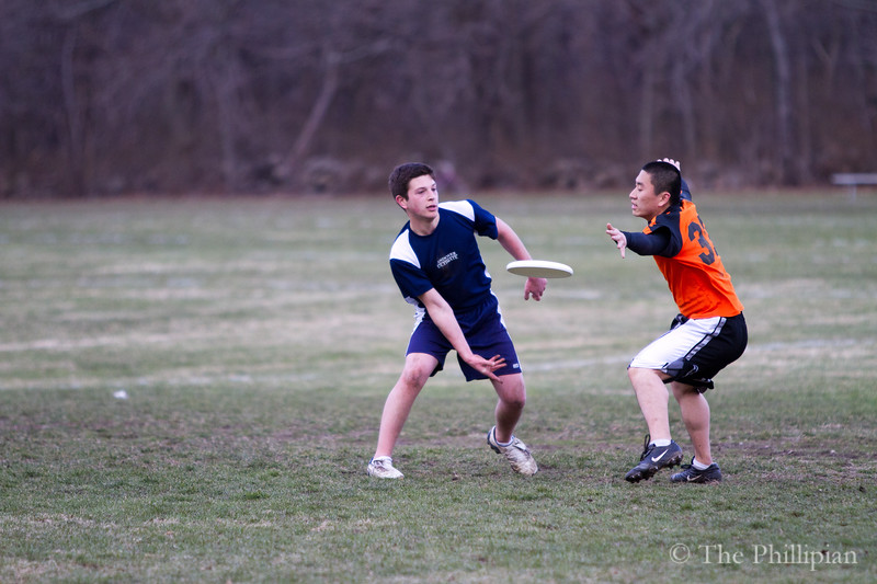 Andover Ultimate Frisbee competes against Newton North on 4/6 (K. Song)