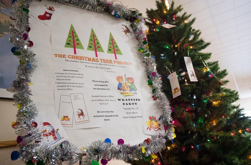 151111_ChristmasTreeDonations_01