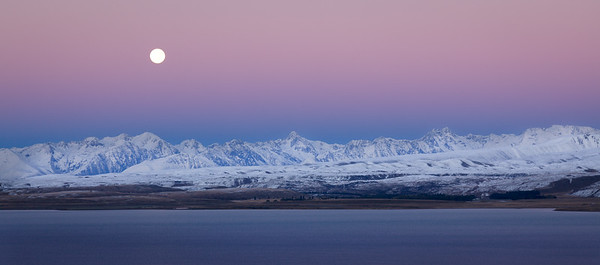 Moonset at Lake Tekapo