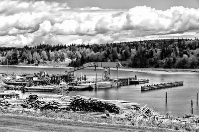 08 Mar 16.    Today we look at the same image I shared yesterday, but this time in B&W. As you look at it, ask yourself if it doesn't feel more like a photo from 1900 vice 2011. You could of course give it a hint of yellow to suggest aging, but as it is for me it does a very good job of making me feel I'm back in time. Nothing more to add from yesterday's narrative, so these other three versions will have little accompanying text.  Same info as that for yesterday, save for the conversion to B & W.  Nikon D300s; 18 - 200; Aperture Priority;  ISO 200; 1/1000 sec @ f / 9.