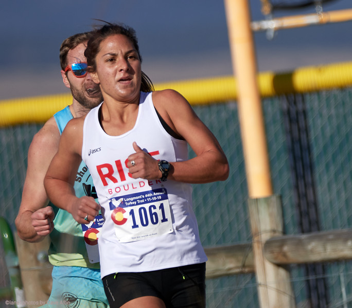 Nell Rojas makes a move, 2  mile race