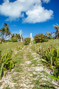 Pathway leading to a sailor's memorial in Hope Town