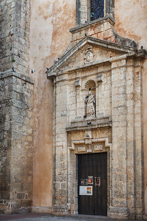 Church of Mercedes honors the patroness of the Dominican people, and was constructed in the mid-1500s.  It has survived hurricanes and an invasion by Francis Drake.  Santo Domingo