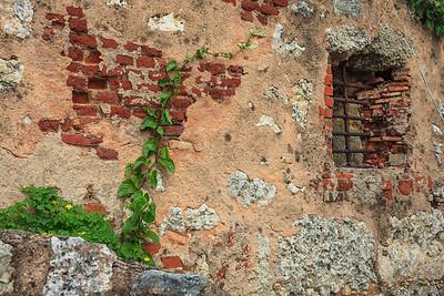 Wall of the Torre del Homenaje.  Santo Domingo.