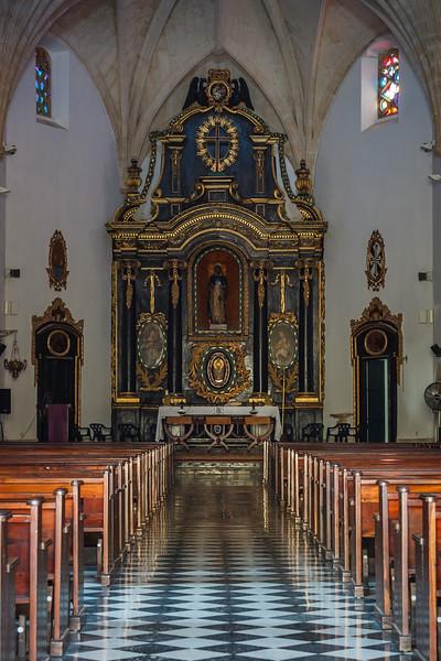 Inside of Iglesia de las Mercedes, constructed in the mid-1500s.  Santo Domingo.