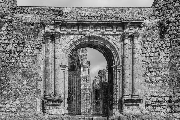 Ruins of the Monasterio de San Francisco, the first Franciscan monastery in America, constructed in the 1500s.  Santo Domingo.