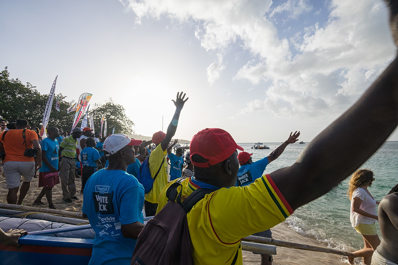 Teams shouting from the beach as the boats approach the finish