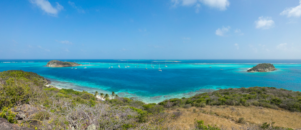 Two-stitch panorama of Baradel, Horseshoe Reef, Petit Tabac, and Jamesby from atop Petit Bateau.