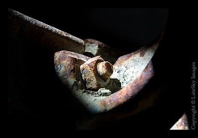 083 Rusty Nut & Bolt