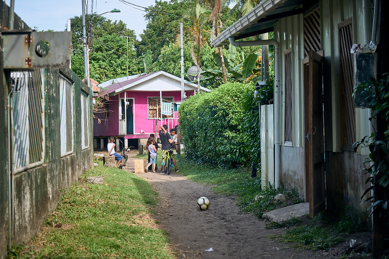 Children playing in the alleys of Tortuguero