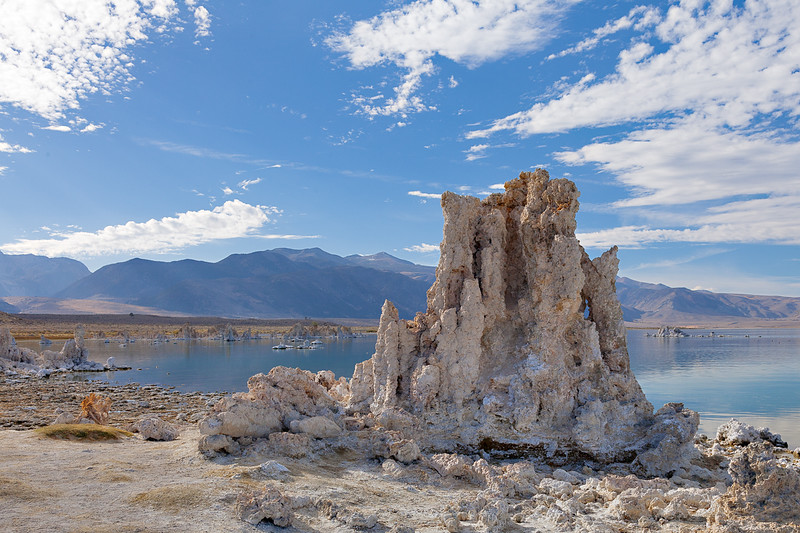 Tufa formations at Mono Lake, California