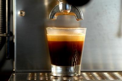 Drawing a shot on a Rancillio Silvia espresso machine