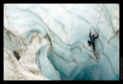 345 Cravasse Climbing