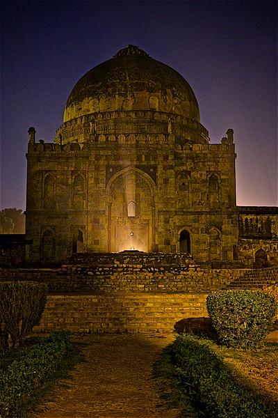 Lodi Garden at night