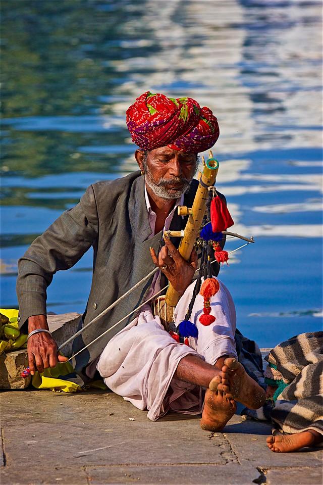 Ravanhatta by the lake
