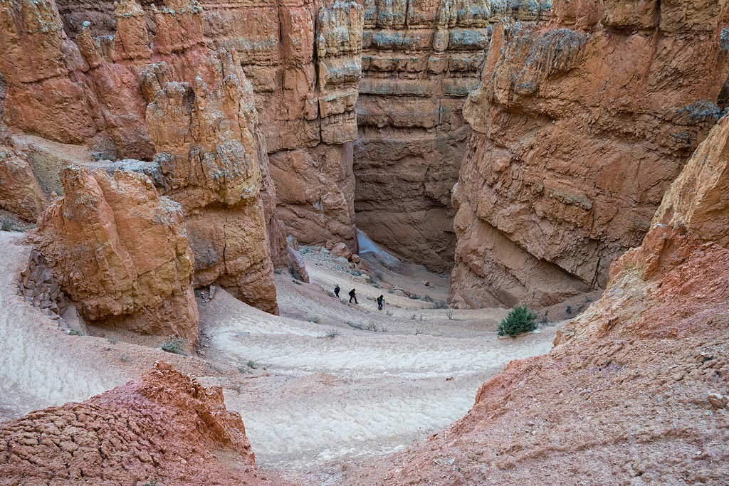 Descending down the start of the Navajo Loop Trail, Bryce Canyon National Park