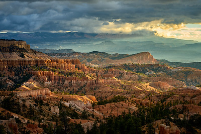 "The sun rising on the ""sinking ship"" from Sunrise Point, Bryce Canyon"