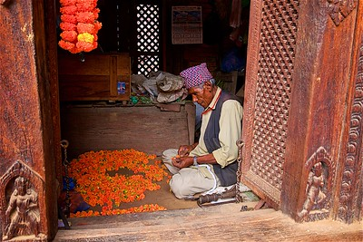 Flower Garland maker