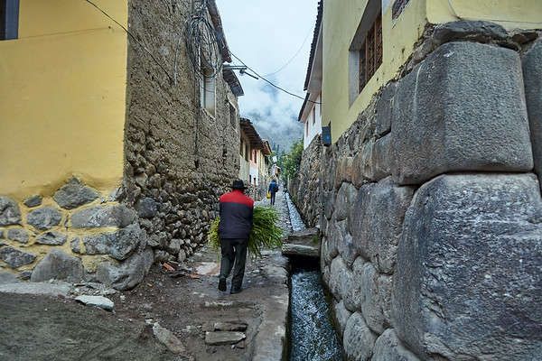 Old Incan alleyway in Ollantaytambo.