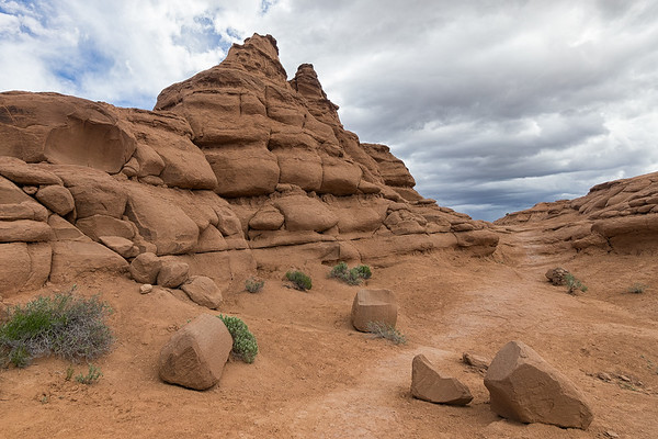 Sandstone formations on the Angel's Palace Trail, on the mesa above the basin.