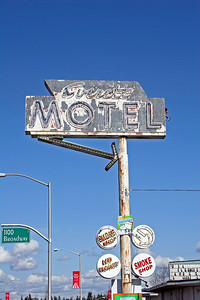 Everett Motel & Smoke Shop