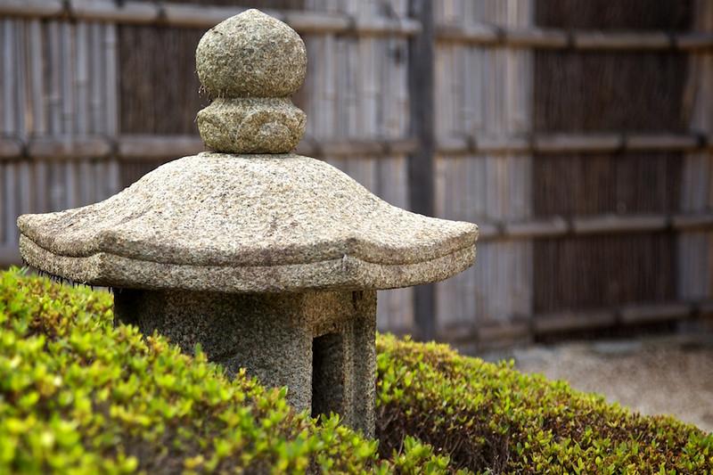 Garden at the teahouse on Nakashima in Hamarikyu Garden.