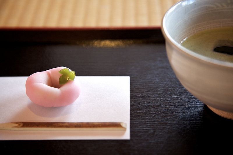 Macha and Tatami with Tray and Sweet
