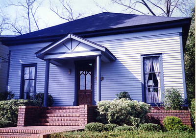 1977 - Millard's law office which had one room for HFH. Both Millard and Linda worked out of this office until 1984 when second floor was added to HFHI headquarters next door. lcf
