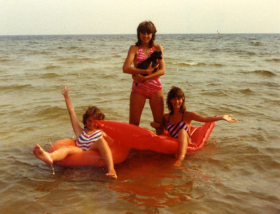 1983 Fuller girls at St. Teresa, FL beach (Gulf). lcf