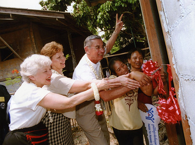 2004 03 Linda & Millard Fuller and Former First Lady of Indiana Judy O'Bannon cut ribbon to dedicate house in northern Thailand.