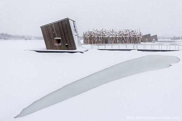 SUEDE. L HOTEL FLOTTANT ARCTIC BATH EN LAPONIE SUEDOISE ICI PRIS DANS LES GLACES DE LA RIVIERE LULE.