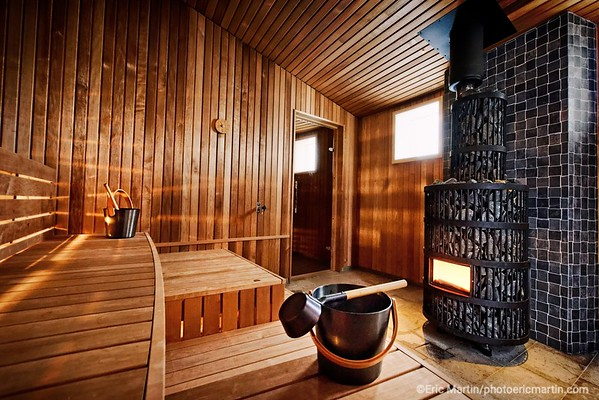 SUEDE. LE SAUNA DE L HOTEL ARCTIC BATH EN LAPONIE SUEDOISE.