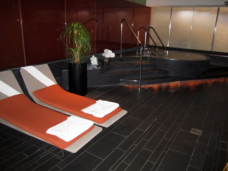 Virgin Atlantic, flagship VIP lounge, Sauna and hot tub facilities.