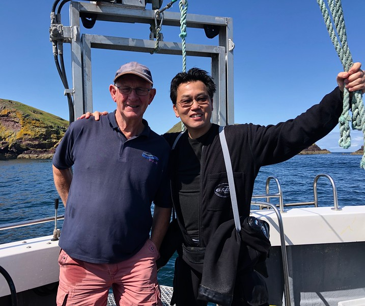 With Captain Jim Easingwood, former fisherman turned scuba boat captain. The hand ropes help steady divers as they walk to/from the scuba lift.<br /> Near Eyemouth, Scotland.