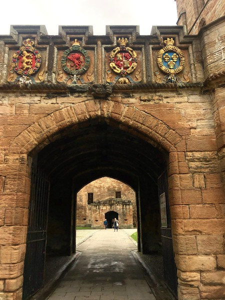 Entrance to Linlithgow Palace, birthplace of Mary Queen of Scots, by Loch Linlithgow, Scotland.