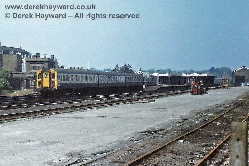 7795 on a Down slow train at Haywards Heath on Thursday 18.05.1978.  The goods yard and goods shed were at the southern end of the station.  Eric Kemp retains all rights to this image.
