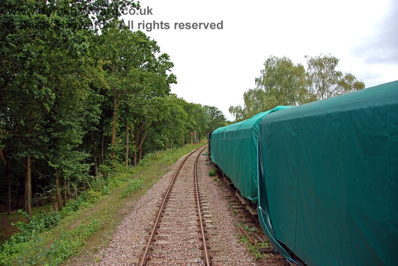 Slightly further west, with more vulnerable carriages on the right protected from the weather. 15.08.2009
