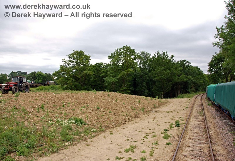 The line to Ardingly now follows a gentle curve to the west, with the newly deposited inert spoil on the left. 15.08.2009
