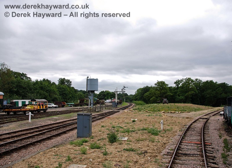 The line to Ardingly curves westwards (to the right) following the route of the former Down line. A siding occupies the Up line. 15.08.2009